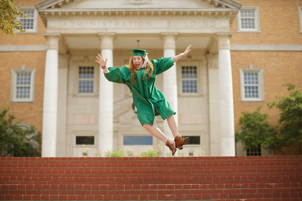 For the Grad How to Prepare an Epic Grad Party-Chispa Magazine